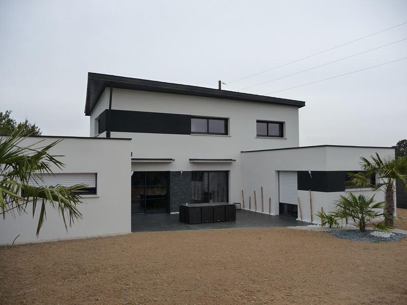 Ravalement de façade 35 Sixt sur Aff Ille et Vilaine – Blanc – peinture acrylique noire